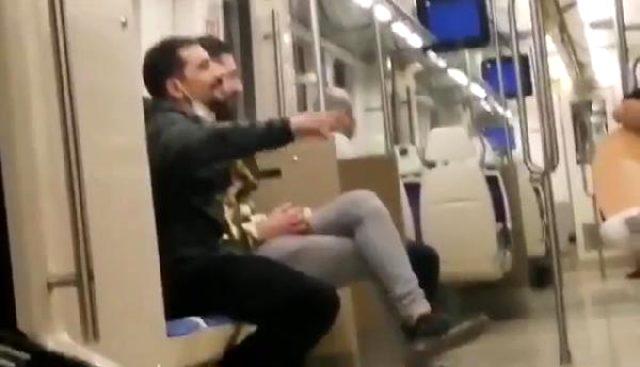Tepki çeken görüntüler! Toplu taşımada şarkı söyleyip sigara içtiler