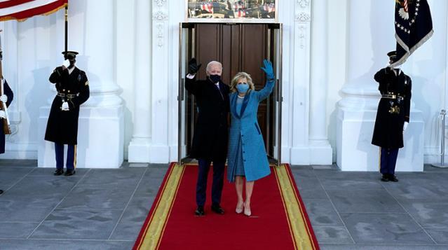 ABD'nin yeni başkanı Joe Biden Beyaz Saray'da! Koltuğa oturur oturmaz Trump'ın izlerini silmeye başladı