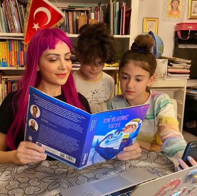Ayşe Şule Bilgiç Çocuklarıyla Birlikte Okuma Seferberliğinde