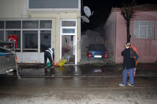 Basınca dayanamayan boru patladı, fışkıran su yaşlı kadını isyan ettirdi: