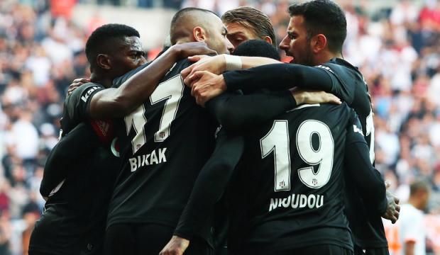 Beşiktaş evinde kendine geldi!