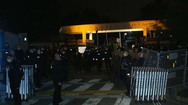 Boğaziçi Üniversitesi'ndeki gösterilerde gözaltına alınan 108 kişi serbest bırakıldı