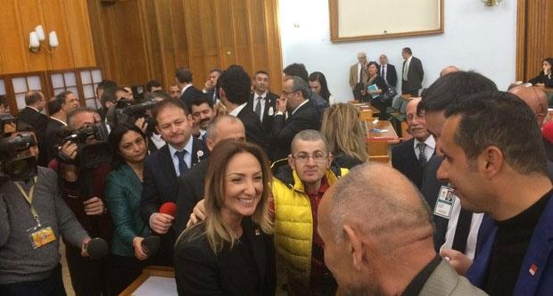 CHP'de Aylin Nazlıaka sürprizi: Geldi en öne oturdu!