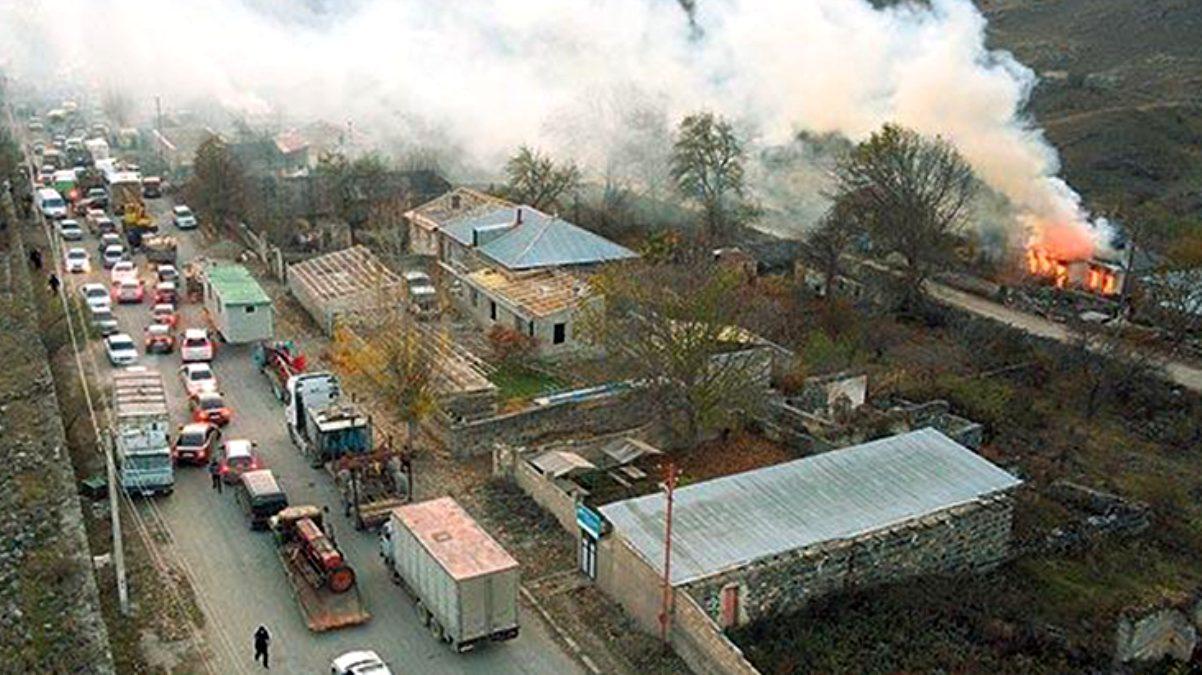 Dağlık Karabağ'dan dumanlar yükseliyor! Kenti boşaltmak için ek süre isteyen Ermeniler, yakıp yıkmaya devam ediyor