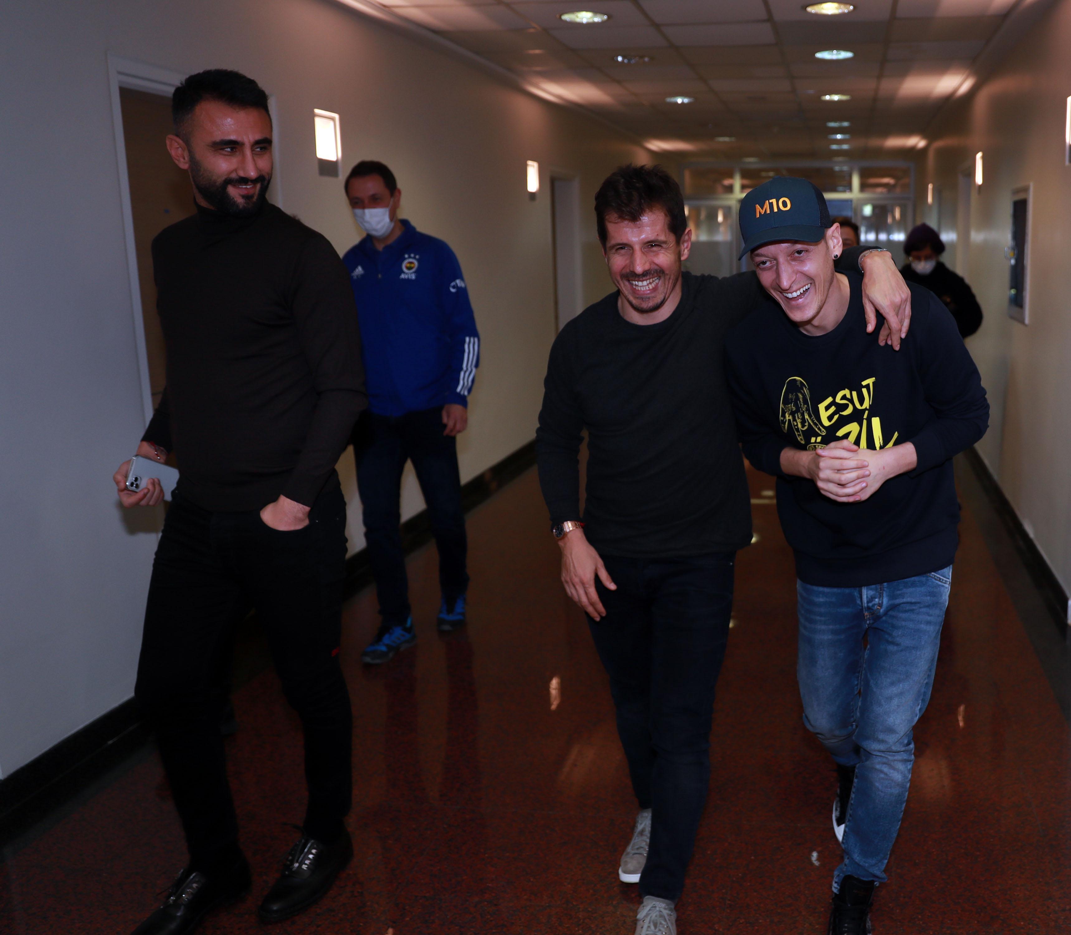 Fenerbahçede Mesut Özil ilk idmanına çıktı (İşte o anlar)