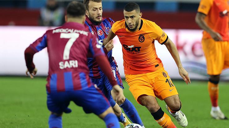 Galatasarayda 3 oyuncu ceza sınırında
