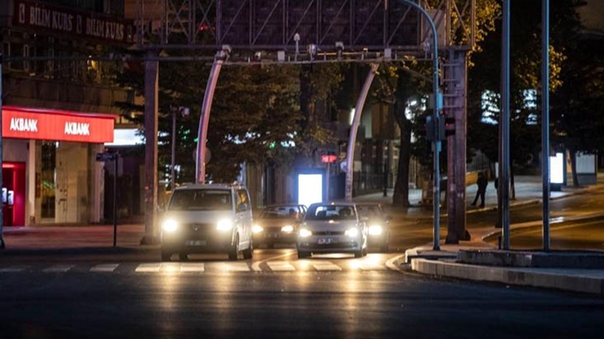 Hafta sonu tüm Türkiye'de uygulanacak sokağa çıkma kısıtlaması başladı