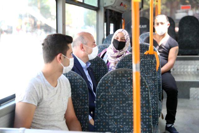 İçişleri Bakanı Soylu başkentte halk otobüsüne bindi, vatandaşlara önemli uyarılarda bulundu