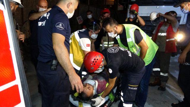 Kadıköy-Kozyatağı metro şantiyesinde hafriyat çeken vinç sepeti düştü: 2 yaralı