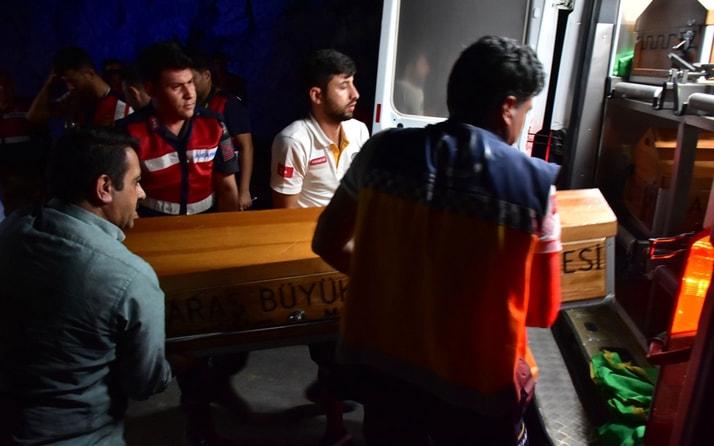 Nehre düşen araçtaki anne ve iki çocuğu öldü