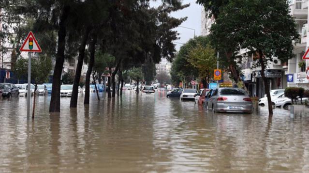 Selin vurduğu İzmir'de Yeniköy mahallesi tahliye ediliyor
