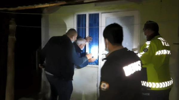 Son dakika haberi... Evinde baygın halde bulunan şeker hastası kadını polis kurtardı
