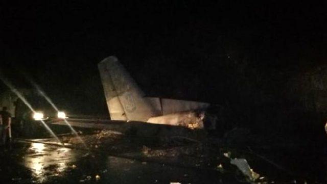 Ukrayna'da askeri öğrencileri taşıyan uçak düştü: 22 kişi hayatını kaybetti