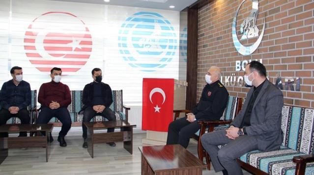 Ülkü ocağını ziyaret ettiği için eleştirilen Albay Ersever'den açıklama: Israrlı davet sonrası icabet ettim