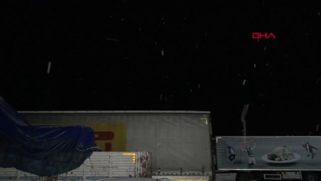Tokat-Sivas kara yolunda ulaşıma kar engeli