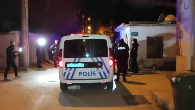 Uyuşturucu maddeyi evin çatısına atıp kaçmaya çalışan şüpheliler yakalandı