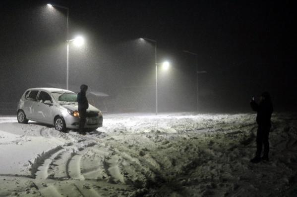 Zonguldak'ta kar aniden bastırdı, araçlar yolda kaldı